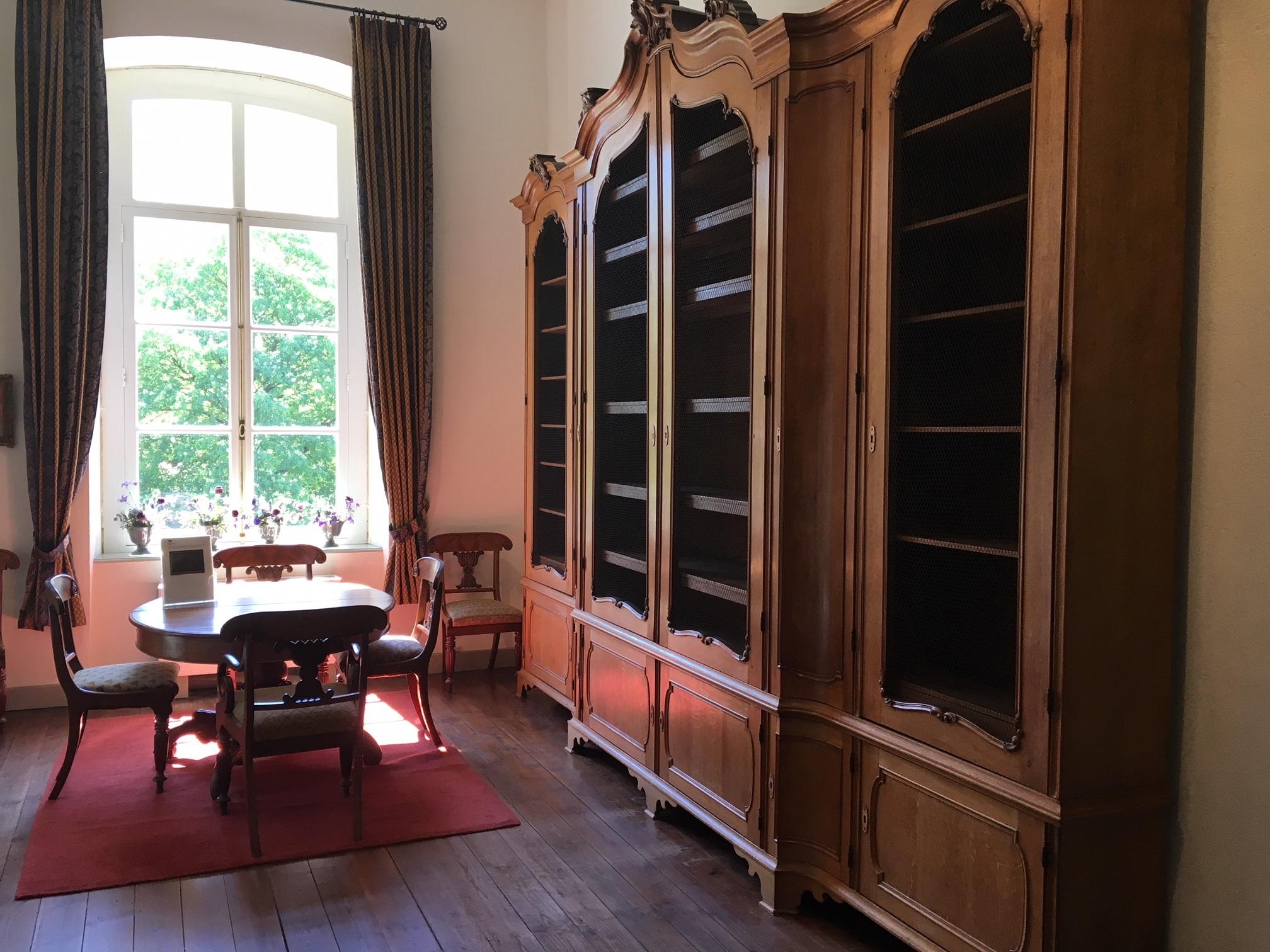 Een handgemaakte bibliotheekkast